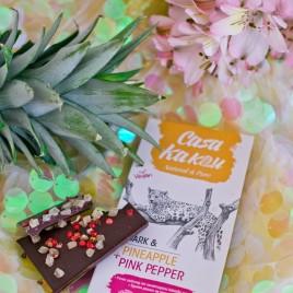 Ciocolata artizanala cu ananas si piper roz - 70 g