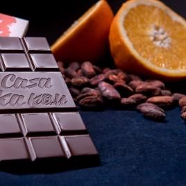 Ciocolata artizanala cu coji de portocale - 70 g